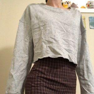 Cropped sweatshirt w/ unique back